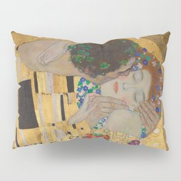 Gustav Klimt, The Kiss (Lovers), Detail Embrace, 1908 - Reproduction under Belvedere, Vienna, Creative Commons License CC BY-SA 4.0 Pillow Sham