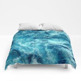 Ocean is shaking Comforters