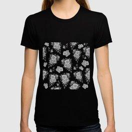 Roses background T-shirt