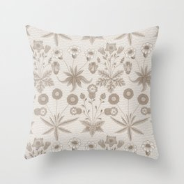 "William Morris ""Daisy"" 3. Throw Pillow"
