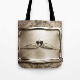 Entre peces y cerezas Tote Bag