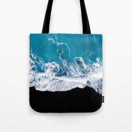 Black sand beach with waves and blue Ocean in Iceland – Minimal Photography Tote Bag