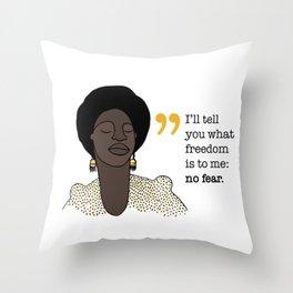 No fear / Nina Simone Throw Pillow