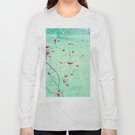 Red Berrys on light Green Ground Long Sleeve T-shirt