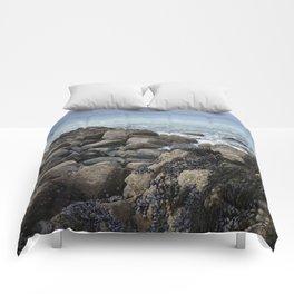 Waves Crashing on Seaweed Covered Rocks Comforters