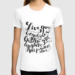Beauty quote - Hand-lettering - Eyeliner, lipstick - Girl boss T-shirt