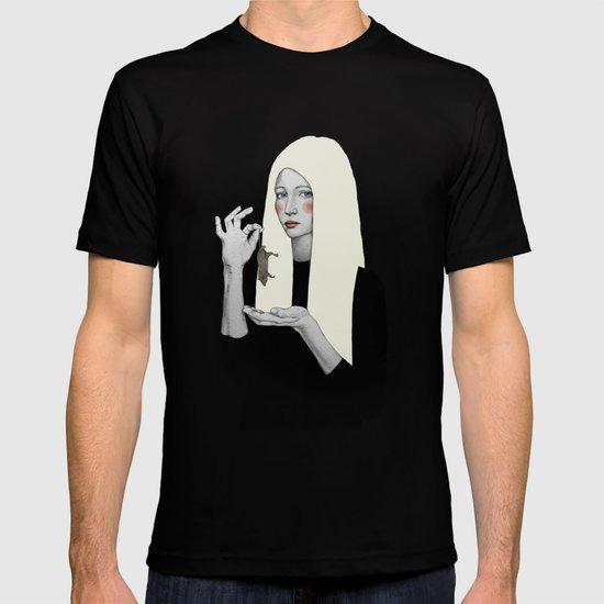 Vana in black T-shirt
