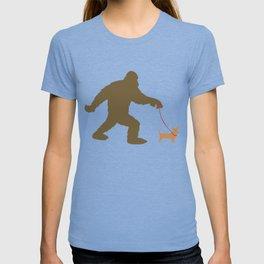 Bigfoot Walking A Chiweenie T-shirt