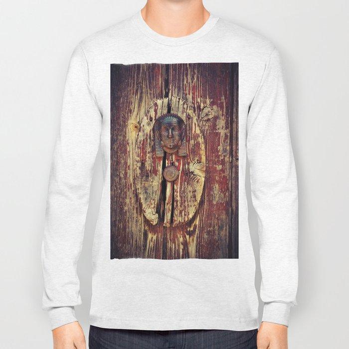 weathered wooden door with agypt door knocker Long Sleeve T-shirt