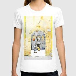 Old woman in courtyard to Tortora T-shirt