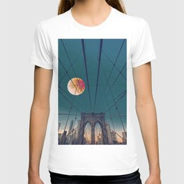 Blood Moon over the Brooklyn Bridge and New York City Skyline T-shirt