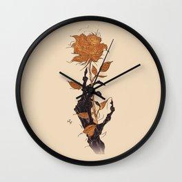 Mano de Esqueleto con Rosa azul fondo negro fondo negro. Wall Clock