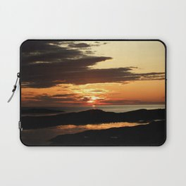Swallowing midnight sun: darkness is coming Laptop Sleeve