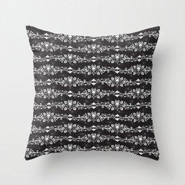 Fleur De Crâne Throw Pillow