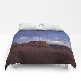 Delicate Arch Under the Starry Sky in Arches National Park Panorama Comforters