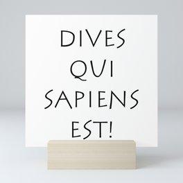 Dives qui sapiens est Mini Art Print