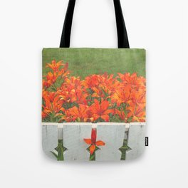 White Picket Fence / Daylilies / Flowers Tote Bag