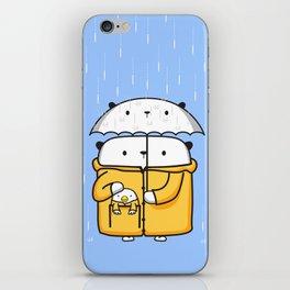 Opi y Kipi en la lluvia iPhone Skin