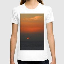cloudy sunset seascape T-shirt