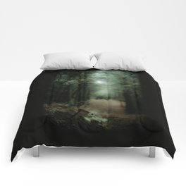 In the forest of Washington state, ponderosa pine trees Comforters