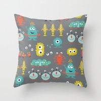 aliens Throw Pillows featuring Aliens by Jill Byers
