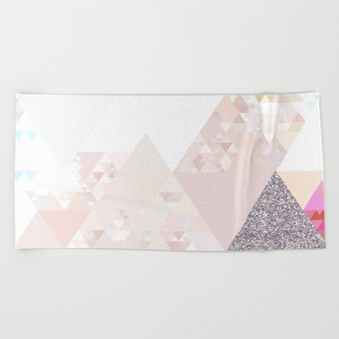 Triangles in glittering Rose quartz - pink glitter triangle pattern Beach Towel