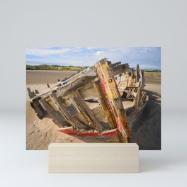 BOAT WRECK AT CROW POINT BEACH NORTH DEVON Mini Art Print