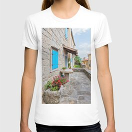 Town of Hum old cobbled street view T-shirt