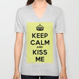 Keep calm and kiss me Unisex V-Neck