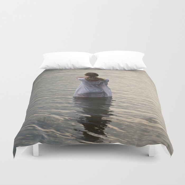 Dreaming in the water Duvet Cover