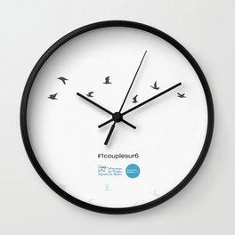 #1couplesur6 blanc Wall Clock