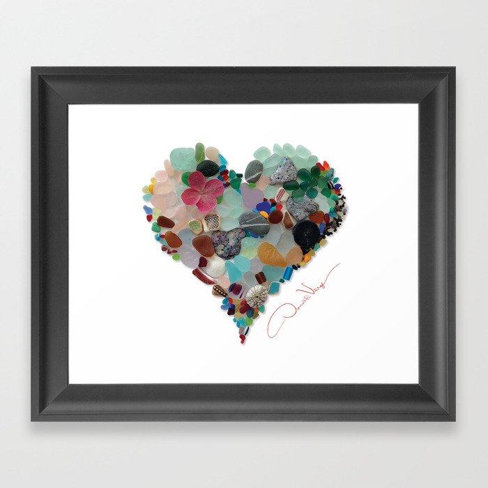 Love - Original Sea Glass Heart Gerahmter Kunstdruck