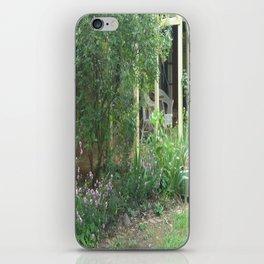 Country Garden - rambling vines iPhone Skin