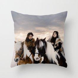 Le Voyage des soeurs Koizumi Throw Pillow