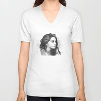 minimalist V-neck T-shirts featuring Anne Hathaway minimalist illustration by Thubakabra