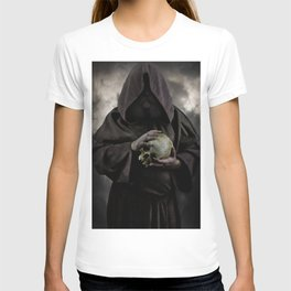 Holding a male skull T-shirt