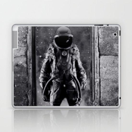The man from earth Laptop & iPad Skin