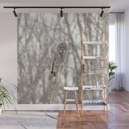 Great gray on a snowy day Wall Mural