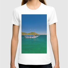Boat ride in Buzios, Rio de Janeiro (Brasil) T-shirt