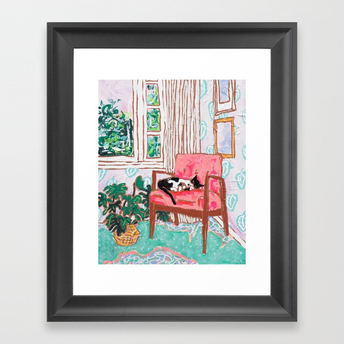 Little Naps - Tuxedo Cat Napping in a Pink Mid-Century Chair by the Window Gerahmter Kunstdruck