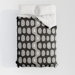 Black and white circles pattern background Comforters