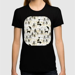Foxy in winter pine forest T-shirt