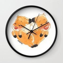 Renards en cœur Wall Clock