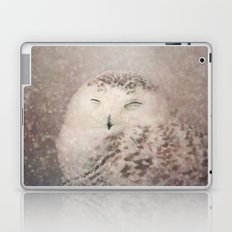 Snowy Owl in the snow Laptop & iPad Skin
