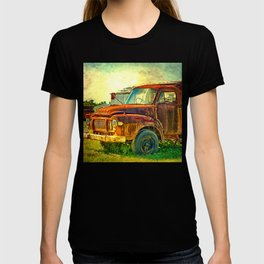Old Rusty Bedford Truck T-shirt