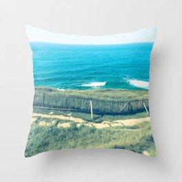 Vue sur la mer Throw Pillow