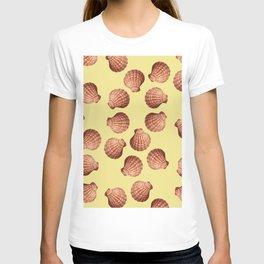 Yellow Big Clam pattern Illustration design T-shirt