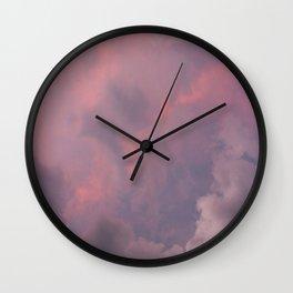 nubes moradas Wall Clock