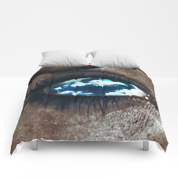Ojos color cielo Comforters