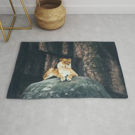 Lion on the rock Rug